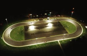 Speedskatebahn bei Flutlicht